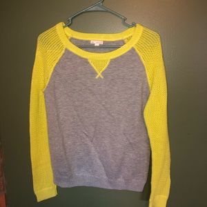 Woman's shirt size small gap